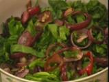 Спаначена салата с печен червен лук и сусамов винегрет 2
