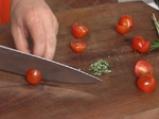 Парченца говеждо върху канапе от пресни зеленчуци с аромат на розмарин 2