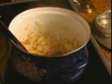 Яхния с лук, сини сливи и свинско ребро