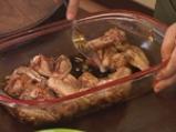 Пилешки крилца със сусам и ябълково колосло