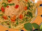 Спагетини с печени домати, орехи и из...