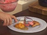 Карамелизирани кайсии със захаросани хрупки и ягодово сорбе 7