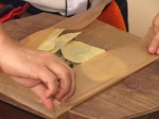 Лаврак в пергамент и гъбен сос \