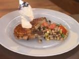 Котлет с медено-чеснова глазура и салата от фасул