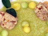 Супа от пъпеш и манго със сметаново-к...