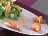 Салата с рукула, синьо сирене и смоки...