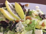 Есенна салата с круши и синьо сирене