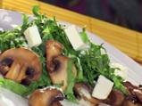 Свежа салата със спанак и печурки