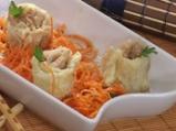 Китайски сарми върху салата от морков...