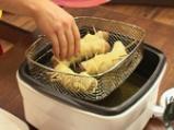 Наденица в картофена коричка и пюре от фасул 7