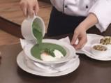 Спаначена крем супа със забулени яйца и орехи 9