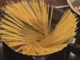 Спагети с пилешки дробчета по селски