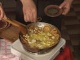 Пържени картофи с яйца и сирене 7