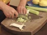 Картофи с праз и бекон в гювече 2