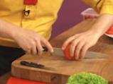 Пъстърва с рагу от домати и два соса 3