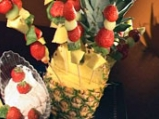 Плодови шишчета с ягодов дип