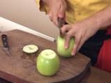 Чийзкейк с карамелизирани ябълки