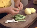 Зелен фасул с картофи и сос от тиквено семе