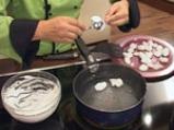 Какаов бисквит с малини 7