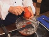 Десерт от задушени с ягоди домати и сладолед 2