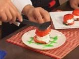 Десерт от задушени с ягоди домати и сладолед 7