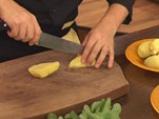 Картофена салата с млечен сос и сирене