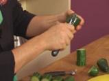Салата от царевица и броколи в чашка от краставица 4
