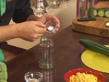 Салата от царевица и броколи в чашка от краставица 5