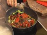 Спагети с чушки, сушени домати и маслини 5