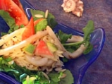 Зеленчукова салата с калмари и ризони