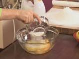 Медена торта с цедено кисело мляко и лимон