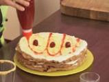 Медена торта с цедено кисело мляко и лимон 8