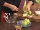 Ябълкова пита с орехи и стафиди 3