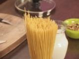 Спагети с орехов сос и сирене