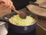 Пълнено пиле с праз, кисело зеле и дреболии 2