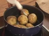 Гарнитура от картофени кейкчета с месо и зеленчуци