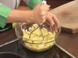 Картофени кюфтета с кайма и топено сирене