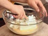 Пурички със сирене и песто от коприва