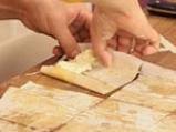 Пурички със сирене и песто от коприва 3