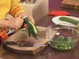 Салата от аспержи с краставици и пресен лук 3