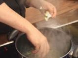 Супа от аспержи, спанак и заливка с пармезан 3