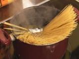 Спагети по пастирски