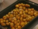Пикантни картофи с доматена салца 4