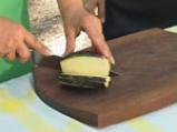 Пълнен патладжан със сирене