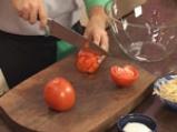 Салата от соеви кълнове с домати и моцарела