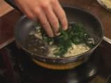Пилешко руло със спанак и гъбен сос 5