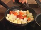 Свински гърди със сладко-кисело баварско зеле и картофи с коричка