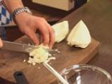 Свински гърди със сладко-кисело баварско зеле и картофи с коричка 4