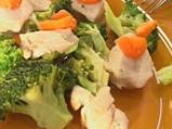 Пиле с броколи, задушено в масло