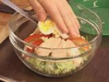 Редена салата с пилешко месо и синьо сирене  9